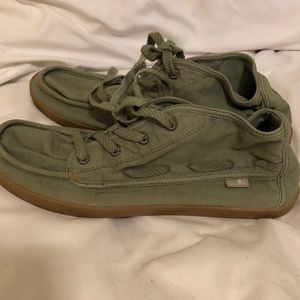 Sanuk, laced shoes
